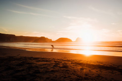 Surfer vor Sonnenuntergang, Surfer, Sonnenuntergang