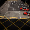 Rote Taxen warten an einer vielspurigen Strasse
