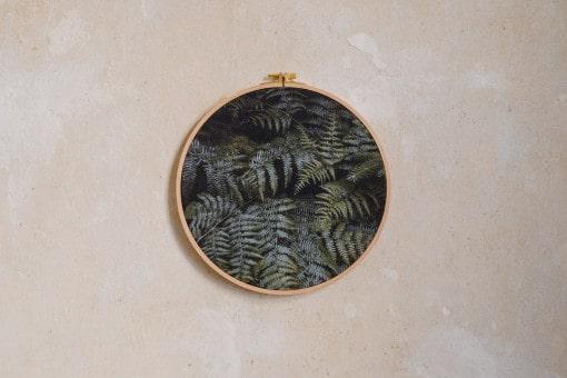 Stoffdruck im Stickrahmen von Nicole Siemers für das atelier.91, Farnblätter