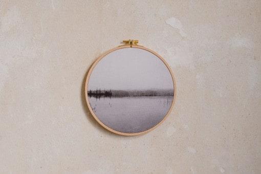 Stoffdruck im Stickrahmen von Nicole Siemers für das atelier.91, See in Neuengland