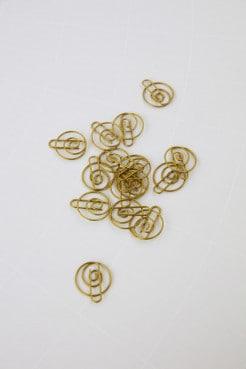 Büroklammer Shape von Monograph, atelier.91