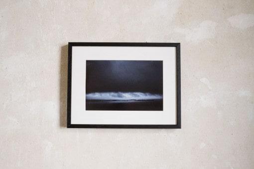 Schwarzer Bilderrahmen aus Holz 30x40 cm mit Passepartout