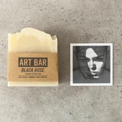Limitierte Art Bar Seife Black Rose mit limitiertem Art Print von Jen Black, atelier.91